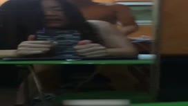 免費線上成人影片,免費線上A片,女友在鏡子面前站着被後入 自己拿這手機自拍錄影被幹過程